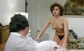 Lory Del Santo in L'onorevole con l'amante sotto il letto