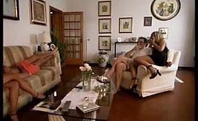 Un casting porno italiano di sesso a tre