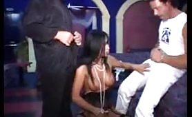 Una delle piu` amate pornostar italiane, la calda Angela Gritti da Asiago gode con due!