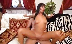 Stella Foliero nei panni di una calda mammina incestuosa