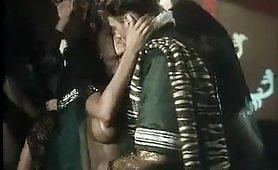 Rocco Siffredi e Tabitha Cash in scena porno vintage ripresa dal film Marco Polo