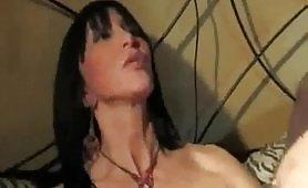 Porno incesto italiano con figlia zoccola che gode con il vecchio padre