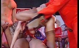 Alessandra Schiavo gode in un bel gangbang