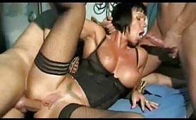 Scena porno ripresa dal film italiano Incesti Italiani 19: La Madre Perfetta