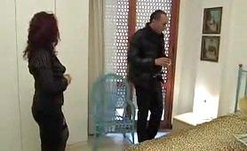 Barbara Gandalf, seducente milf rossa di Taranto seduce il nuovo parocco